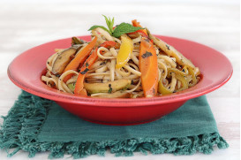 Linguine with bell peppers, carrot, zucchini & fresh-chopped mint