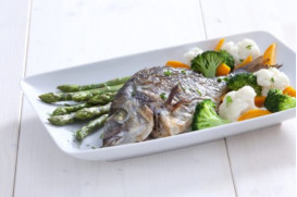 Sea bream with steamed asparagus, cauliflower and carrot